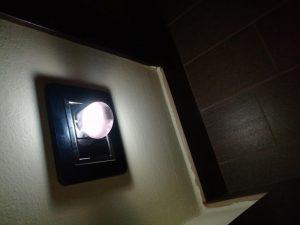 Luz nocturna LED con sensor de infrarrojos